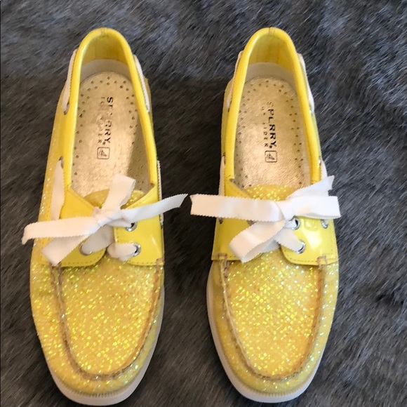 yellow sperry boat shoes